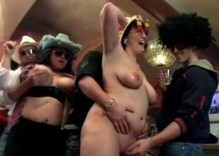 Guys get wild with chunky party girls