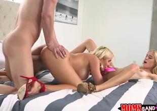 Seth Gamble attacks mouth-watering Naomi WoodsS mouth with his love torpedo