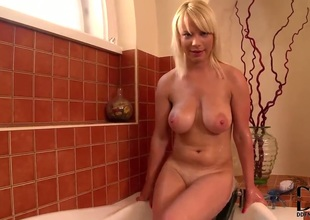 Blonde exposes her naughty bits
