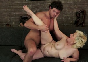 Blonde Bulija tries her hardest to make sexy fuck buddy bust a nut with her face hole