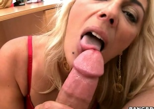 Blonde chica Jazella Moore gets her sexy warm hands wildy fucked
