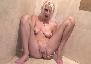 Addison ORiley has some time to jack off her hole