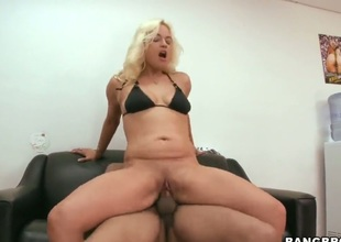 Blonde Cameron Cain gives jerk off job on camera for your viewing enjoyment