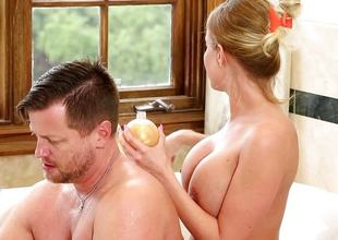 Britney Amber lures in Eric into the bathtub
