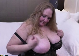 Fully bald fat mature lady toying her cookie