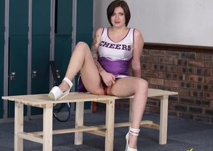 Hot British cheerleader gives the best JOI