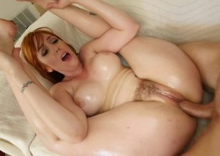 Noisy redhead wants to acquire her cunt bonked really hard
